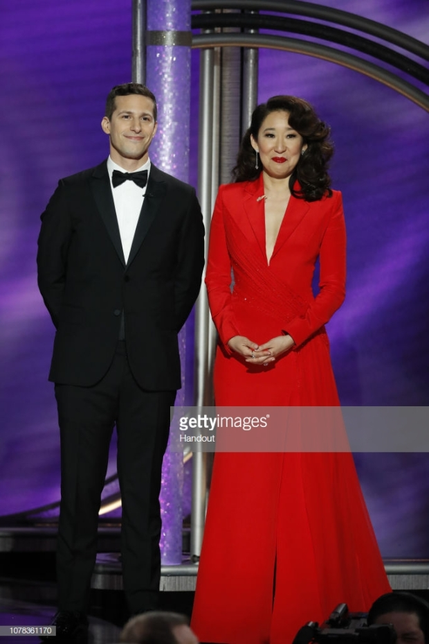 gg 19 sandra oh hostess.jpg