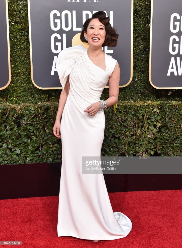 gg 19 sandra oh red carpet.jpg